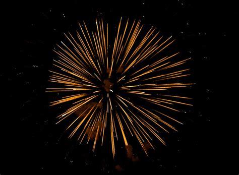 imagenes figurativas artificiales imagen de fuegos artificiales coloreando el cielo del a 241 o