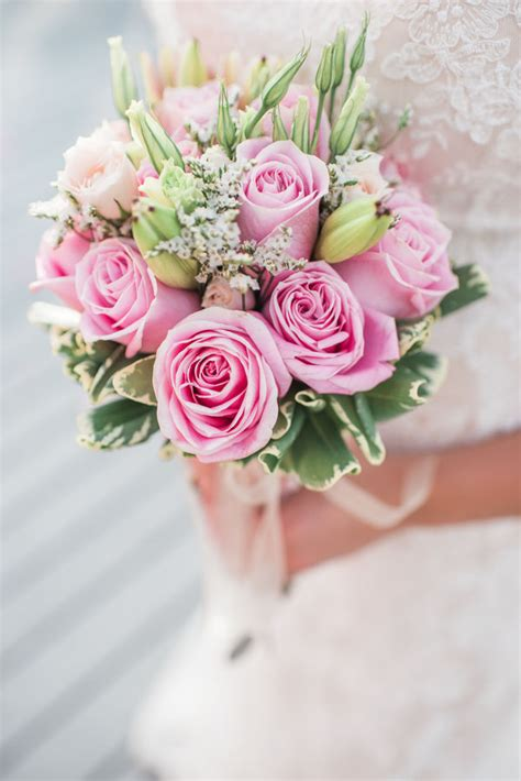 wedding flower arrangements photos 10 popular wedding flowers mywedding