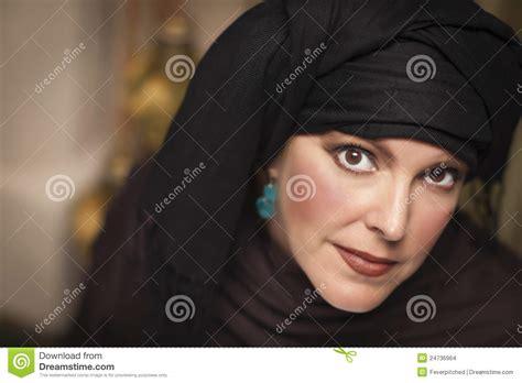 muslim women stock photos and images 7366 muslim women belle femme islamique portant burqa ou niqab traditionnel