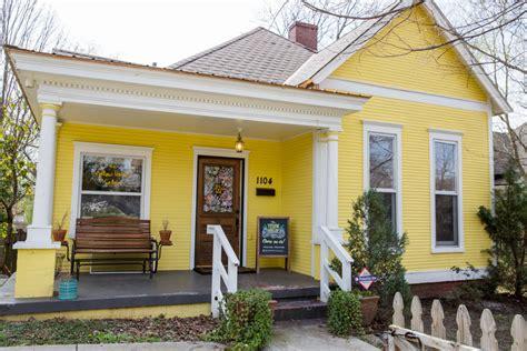 cat rumah kayu warna hijau blogger coepoe