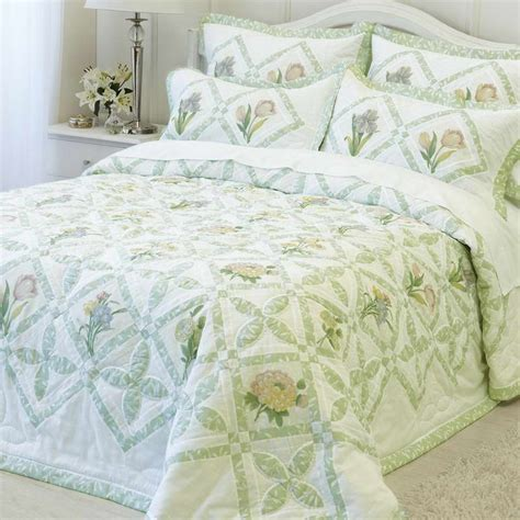 nachttisch beige summer coverlet discover the best bedspreads for