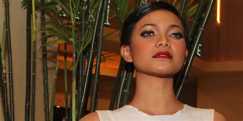 berlian si etty 2013 film lucu indonesia gala premier berlian si etty citra berambut cepak