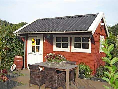 gartenhaus weiß streichen schwedenfarbe schwedische farben holzfarbe fassadenfarbe