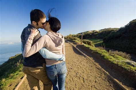 wallpaper hd hot couple romantic couple kissing scene hd wallpaper love heart