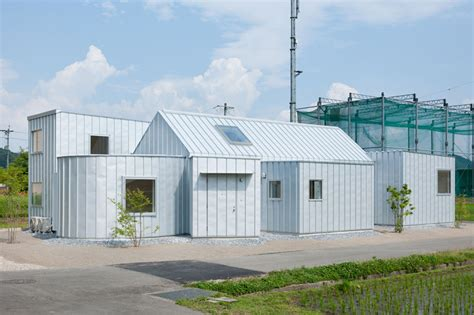 designboom japan house metallic house n by naoya kitamura contrasts the rich