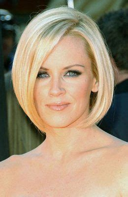 angled bob hairstyle pictures chin length classic angled chin length bob bob haircuts pinterest