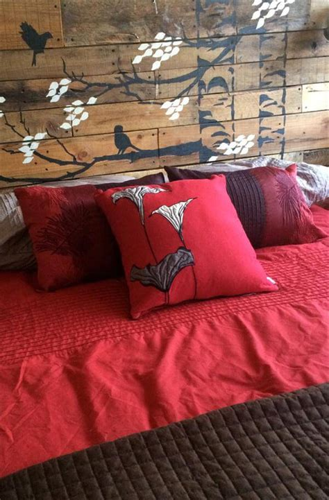 diy pallet headboard with painted stencil 101 pallets