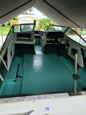 bowrider boats outboard motors 1989 sea ray bowrider boat 135 horsepower mercury outboard