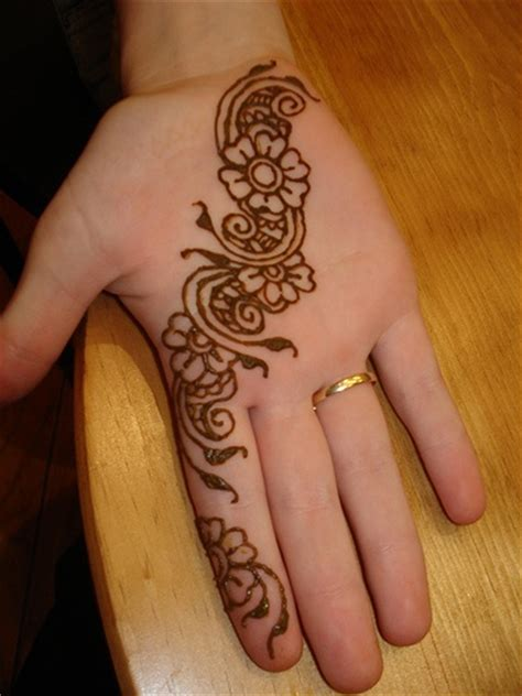 learn henna tattoo 17 best ideas about how to do henna on henna