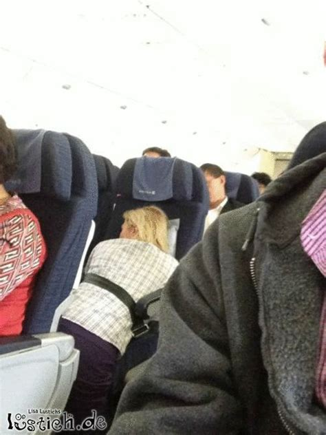 schlafen im flugzeug im flugzeug schlafen bild lustich de