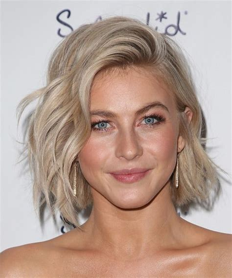 how does julienne hough style her hair julianne hough medium wavy hairstyle light blonde