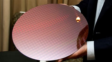 Wafer Top intel announces new kaby lake built on 14nm with improved decode and better top end