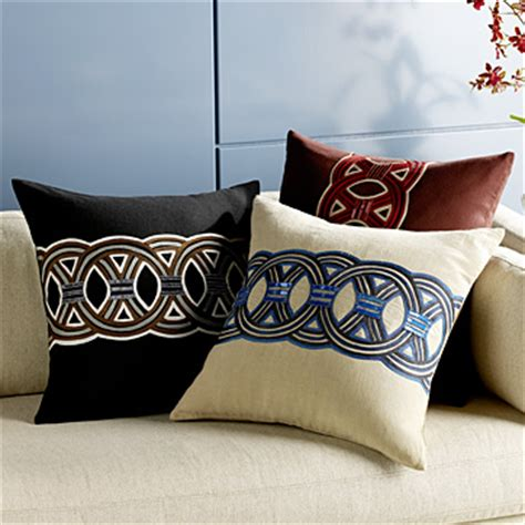 use decorative pillows to beautify your home decor