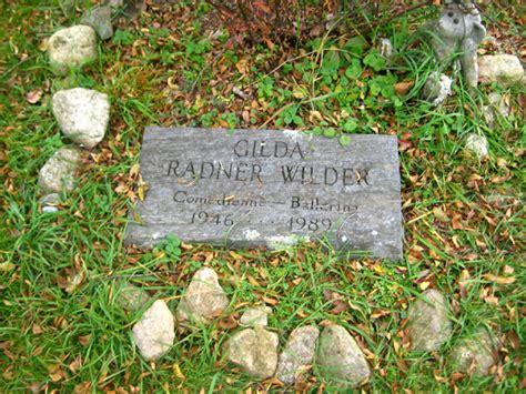 gene wilder headstone gilda radner celebrity graveland