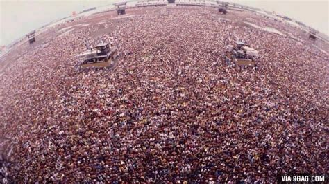 metallica russia picture of the crowd at metallica s 1991 concert in moscow