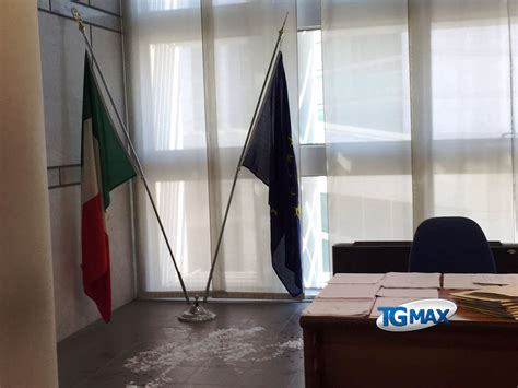 ufficio giudice di pace di roma sessantenne tenta il suicidio a palazzo di giustizia a