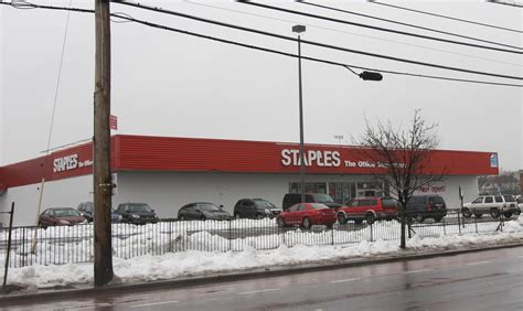 staples closing 70 more stores will staten island be