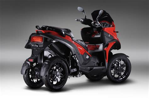 quadro 4 un scooter con cuatro ruedas club