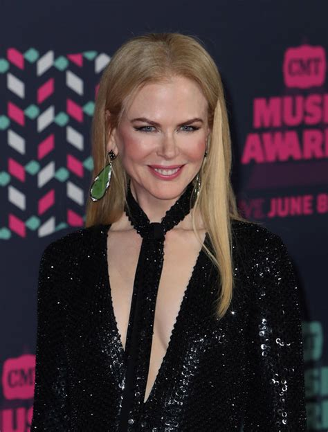 Girls Play Vanity Set Nicole Kidman Unrecognisable As She Goes Grey For Tv Show