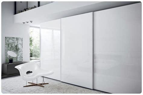 maniglie per armadi moderni armadio stile moderno laccato lucido scorrevole