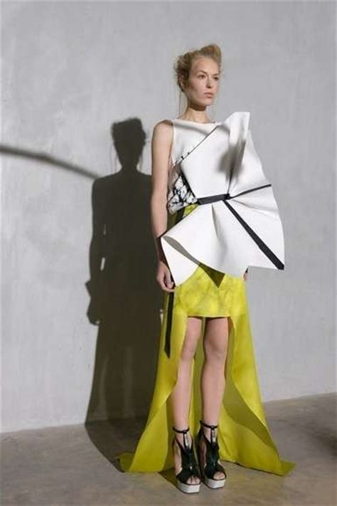 3d Origami Cyborg sculptural space age couture ilja 2013