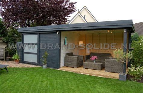 tuinhuis wit met grijze deuren tuinhuis moderne berging plat 300 x 300 schuifdeur luifel