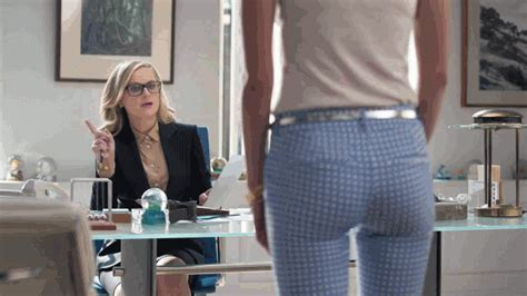 Old Navy Commercial Actress Pants | who is the sexy actress in the old navy pixie pants