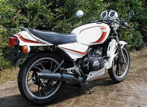 Stop L Nissan Datsun 160j yamaha rd 250 lc pictures photo 6