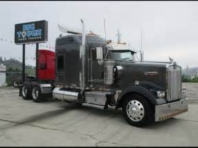 W900 Studio Sleeper by 2005 W900 Studio Sleeper