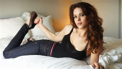 what women like in bed women brunettes tank tops jeans in bed high heels lyn