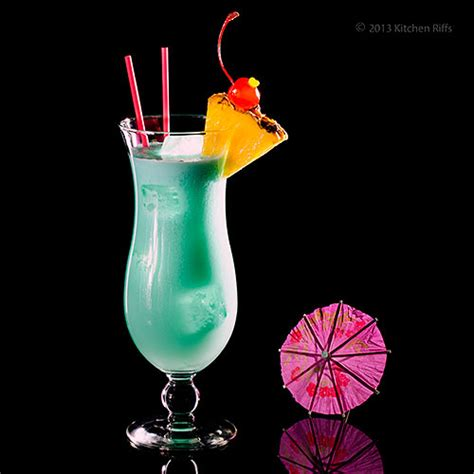 blue hawaiian cocktail blue hawaii drink pictures to pin on pinsdaddy