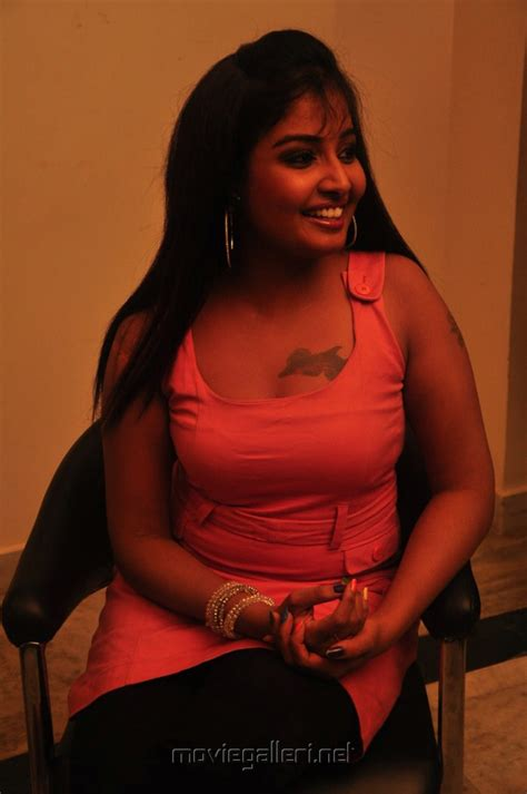 sun music maheshwari hot gallery picture 59797 sun music anchor suguna hot pics new