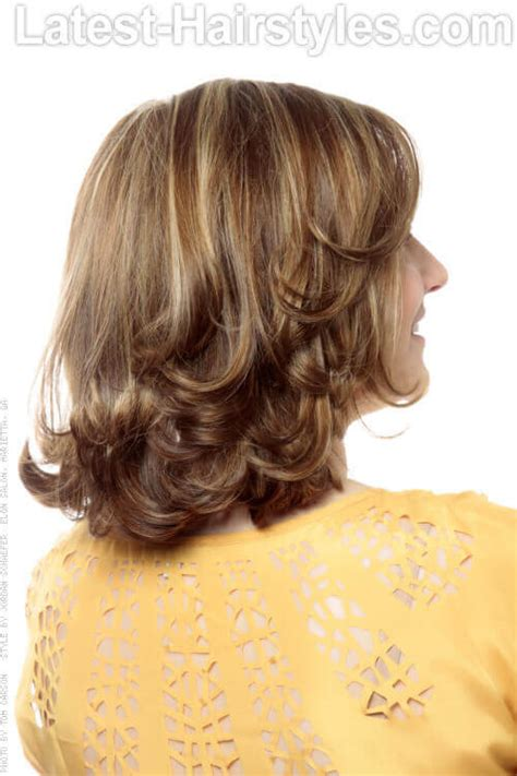 show each sprt cut to get a layer bob hairdo 20 medium hairstyles for fine hair from drab to fab