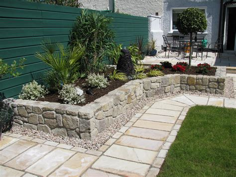 pictures of landscaping small yards   Landscaping Design