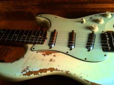 fender custom shop strat  relic aged white lipstick charlie en organigrama guitars youtube