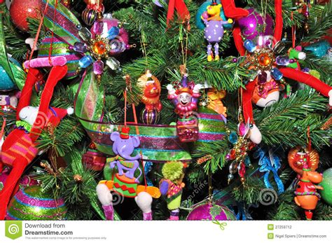 arboles de navidad decorados con juguetes christmas tree decorated with children s toys stock photo