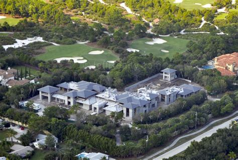 micheal jordan house tiger woods vs michael jordan who has the best new house