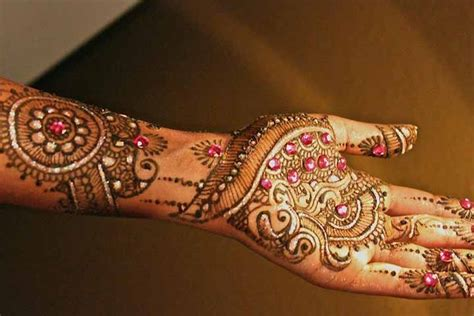henna design with glitter 9 glitter mehndi designs that promise you shall shine