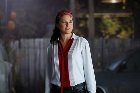 lucy lawless evil dead interview lucy lawless is absolute worst in ash vs evil