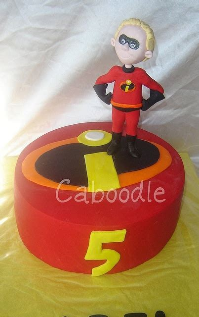 incredibles cakes ideas  pinterest superhero character cakes   incredibles