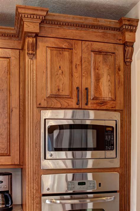 madison cherry kitchen cabinets crown cabinets ridgeline xl knotty cherry ginger brown