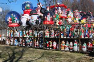 infalatable hoarder christmas house decorations 4 home