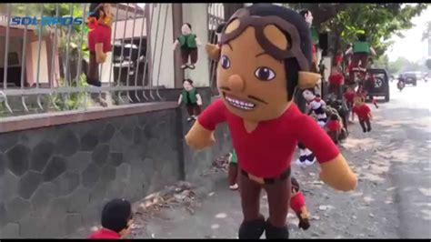 Boneka Sopo Jarwo Sepasang giliran boneka adit dan sopo jarwo ramai dijajakan