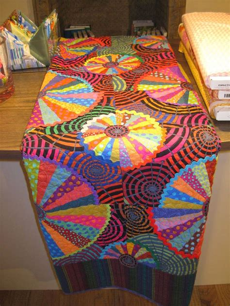 cartwheel quilt by liza prior in the book kaffe