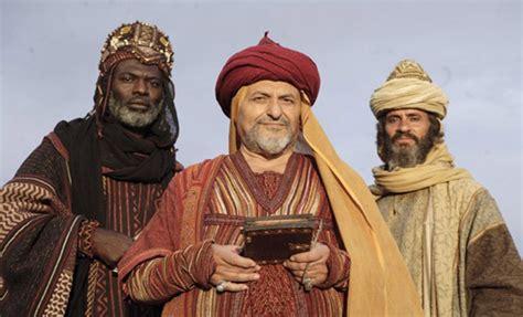 imagenes reyes magos sexis actores disfrazados de reyes magos disfraces mujeres y