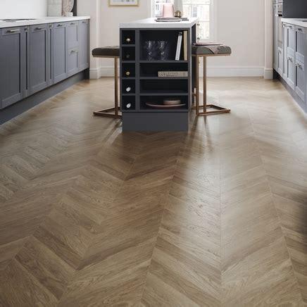Professional Oak Chevron Laminate Flooring   Howdens Joinery