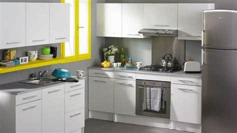 cuisine gris jaune une cuisine color block bricobistro
