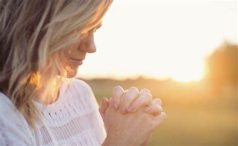 imagenes religiosas orando las mejores 500 im 225 genes cristianas para mujeres
