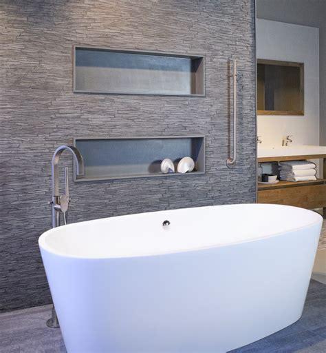 moderne badlen asto moderne badkamer met leisteen en vrijstaand bad