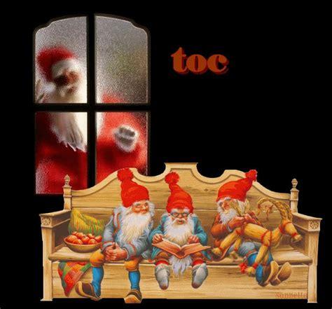 libro father christmas los enanos leen un libro sentados en un banco papa noel toca en el cristal de la ventana